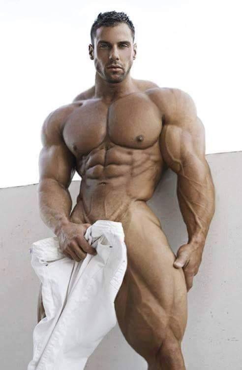 Beautiful naked muscle men