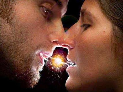 Fácil é abraçar, apertar as mãos, beijar de olhos fechados. Difícil é sentir a energia que é transmitida. Aquela que toma conta do corpo, como uma corrente elétrica, quando tocamos a pessoa certa.