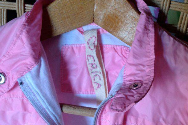 Etichette fai da te per vestiti - Le spiegazioni per realizzare in maniera semplice e rapida le etichette per ritrovare facilmente gli abiti dei bambini a scuola.