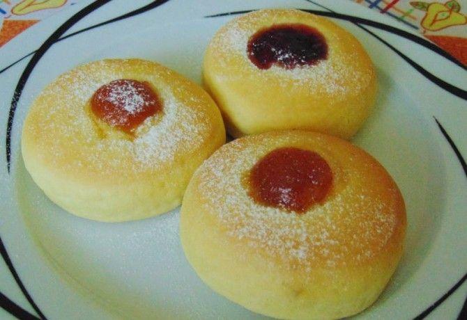 Pihe-puha fánk sütőben sütve recept képpel. Hozzávalók és az elkészítés részletes leírása. A pihe-puha fánk sütőben sütve elkészítési ideje: 30 perc