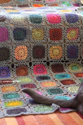 #granny blanket by Pujoliivi. Pattern here http://www.garnstudio.com/lang/us/pattern.php?id=4714=us #crochet