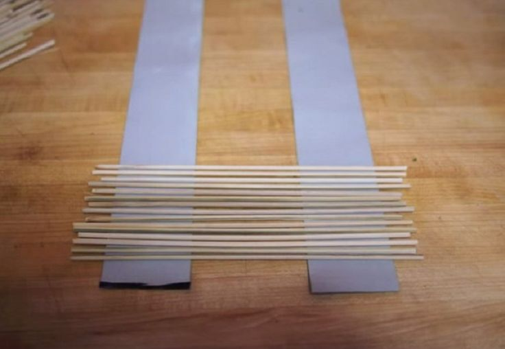 Use duct tape and kebab sticks to make your own sushi mat. Simply place the tape on both ends to guide the sticks, and make sure the sticks are all the same size. Be sure to put duct tape on the back as well.