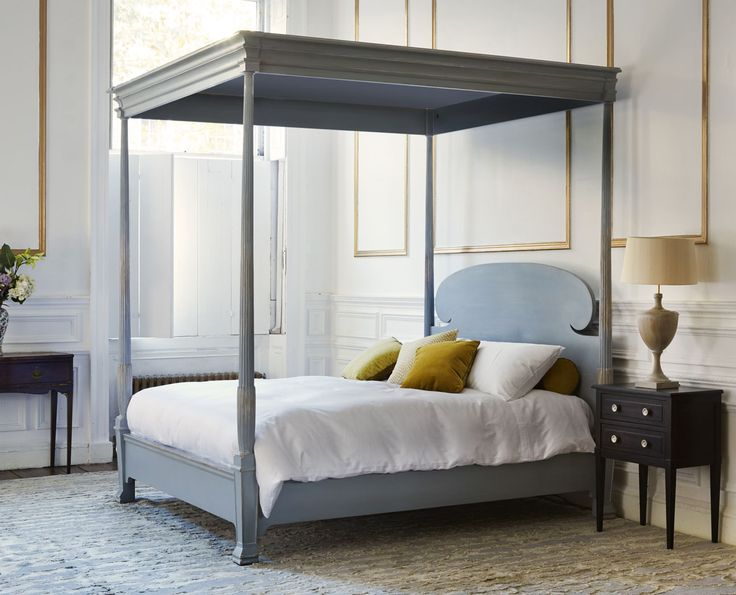 The Reeded bed is a romantic canopied four poster bed featuring fine hand carved detailing on the canopy edges, and a curved headboard, also available without a canopy #fourposterbed #handmade #luxurybeds #romanticbedrooms simonhorn.com
