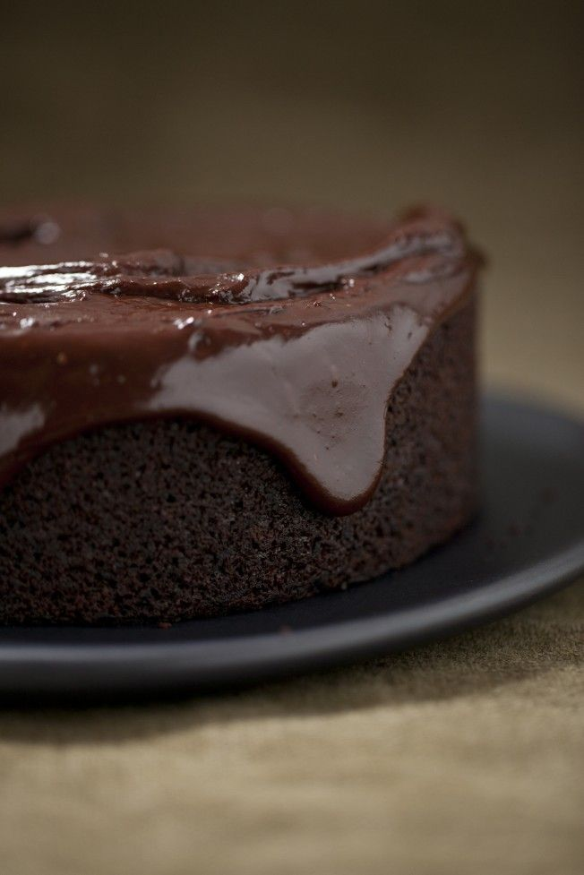 Chocolate Olive oil Cake - One Bowl- maple syrup and even if almonds are only half crushed, check at 40 minutes!