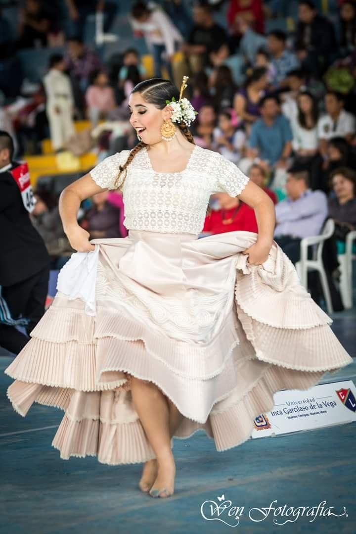 Pin de Liliana De Valencia en Vestidos de Marinera Norteña en 2019 370eb61d7e61