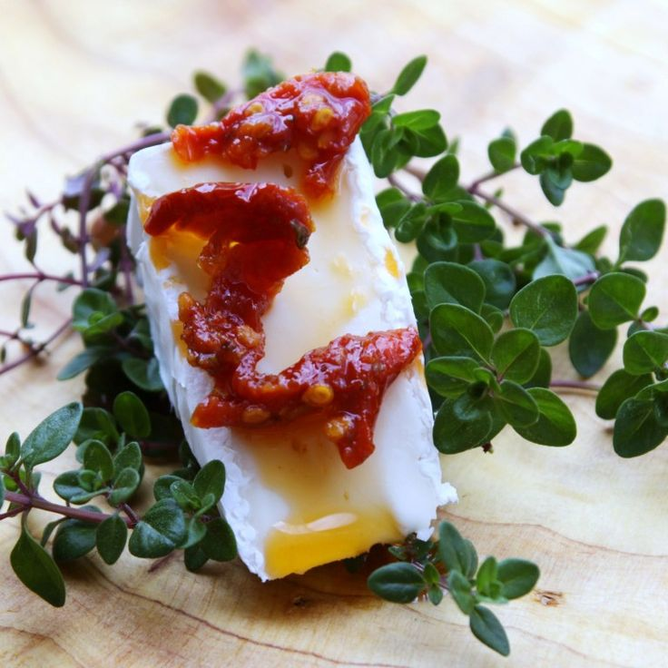 Menu Musings of a Modern American Mom: Baked Brie Dip with Sun Dried Tomatoes and Thyme