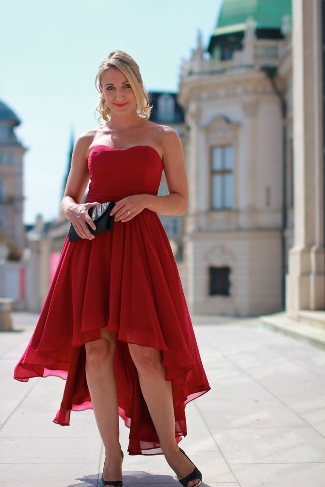 maid of honor, witness / Trauzeugin / Vokuhila Kleid / rotes Kleid / Chiffonkleid / Hochzeit / red dress - Sign via Zalando / clutch - Asos / black peep toes - Deichmann / Modeblog Österreich / Austrian fashion blog / blogger
