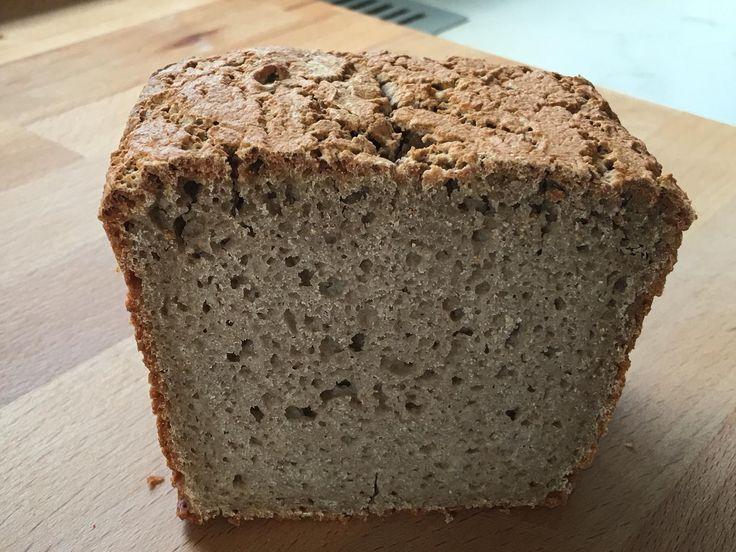 Das perfekte Buchweizen-Brot-Rezept mit Bild und einfacher Schritt-für-Schritt-Anleitung: Trockene Bestandteile (Mehl, Salz, Hefe) in der Rührschüssel…