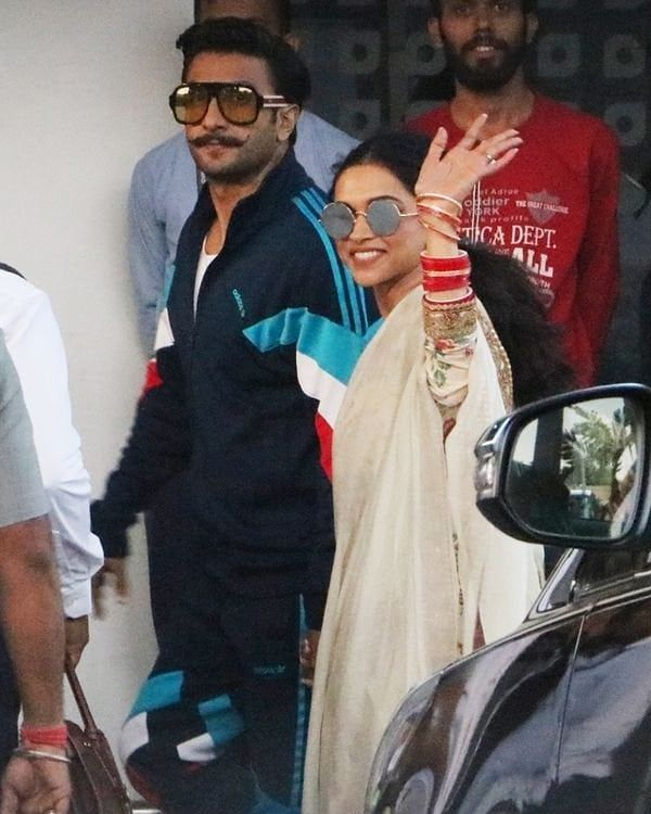 New Deepika Padukone And Ranveer Singh Spotted At The Airport Today To Udaipur For Isha Ambani S Wed Deepika Padukone Style Deepika Padukone Ranveer Singh