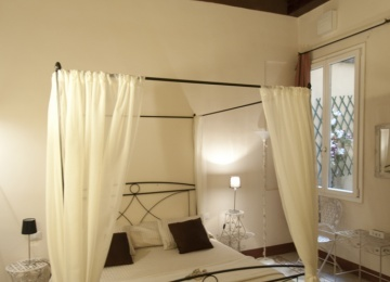 Fabulous bedroom  in the bed and breakfast TuscanyFlorence