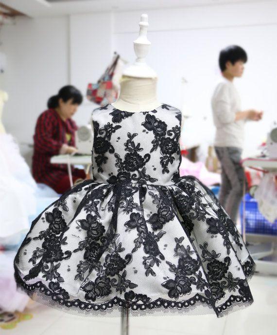 Bebé vestido del desfile con especial flor negra de por PLdress