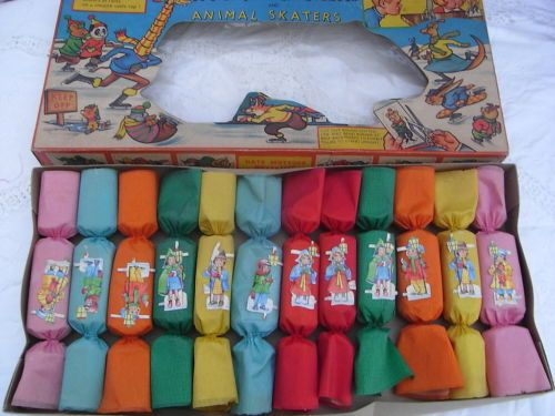 Vintage Boxed Crepe Paper 40'-50's Christmas Crackers Boxed Decoration