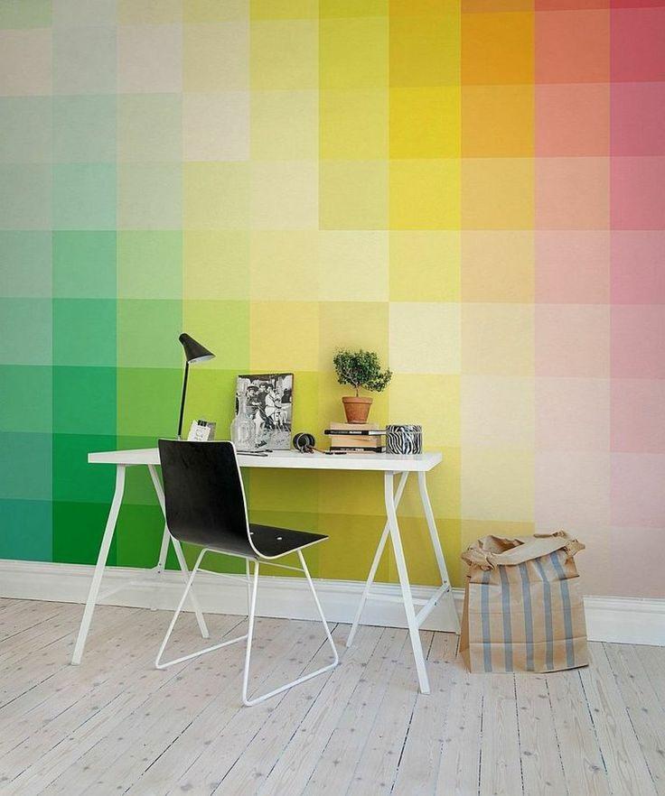 bureau scandinave pour maison en blanc avec papier peint multicolore