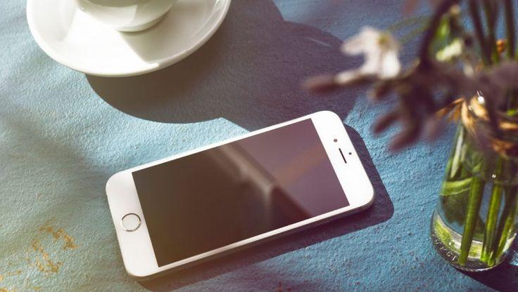 Touch ID is de naam voor de vingerafdruksensor in de nieuwste Apple-apparaten. Met andere woorden: met Touch ID kan uw iPad of iPhone uw vingerafdruk scannen. Apple heeft de sensor in de nieuwere iPhones en iPads verstopt achter de Thuisknop. De sensor is dus niet direct zichtbaar. Maar als uw Touch ID hebt ingesteld, scant de sensor uw vingerafdruk zodra u uw vinger op de Thuisknop legt.
