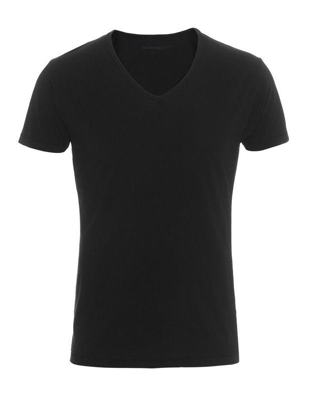 Bio-Baumwoll T-Shirt Coole Basic-Oberteile kann man(n) nie genug haben...  Schmal geschnittenes T-Shirt in Schwarz aus weicher Bio-Baumwolle mit V-Ausschnitt.  Perfekt kombinierbar zu Denim aller Art, Lederjacke und Sneakers.