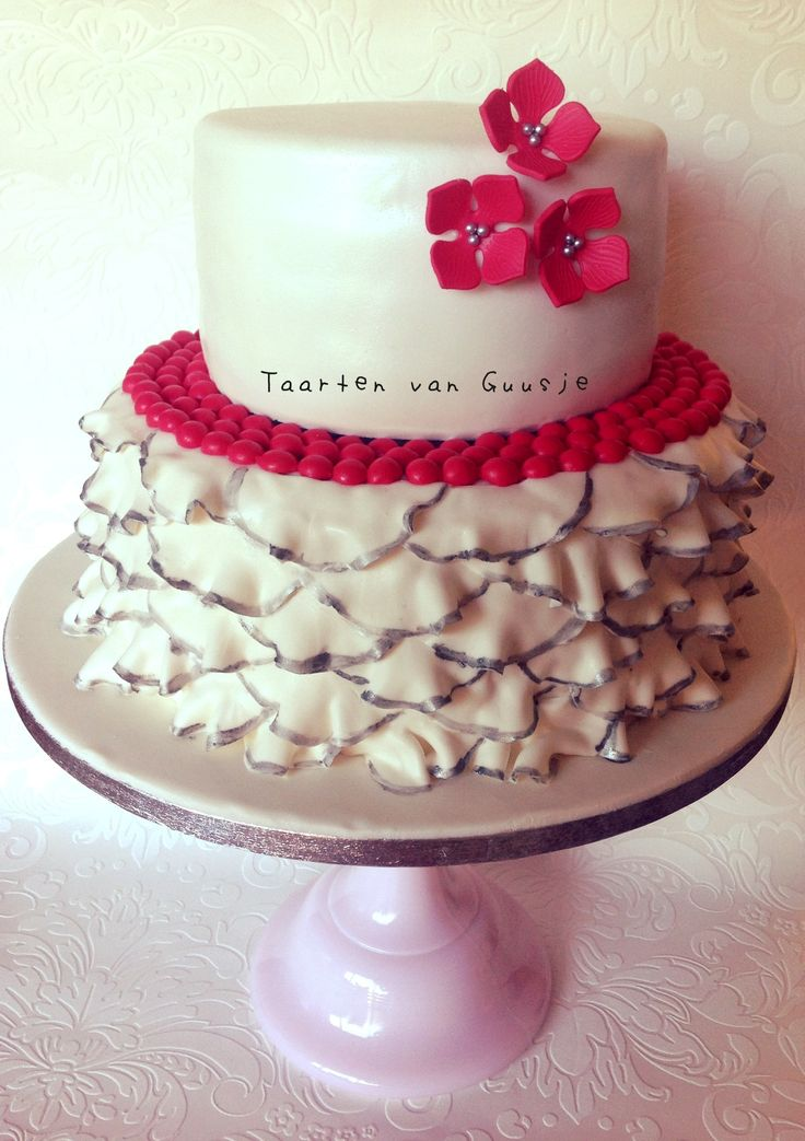 Weddingcake red, white, silver with ruffles by Taarten van Guusje  www.taartenvanguusje.nl