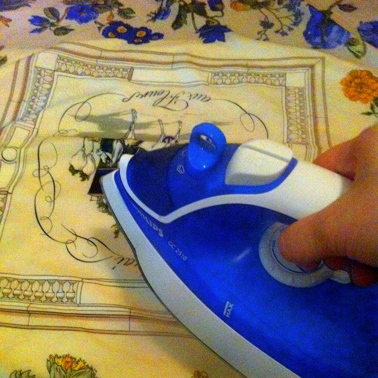 Pranie: Zvyčajne je najlepšie dať hodvábne veci vyčistiť do čistiarne. Keď ich periete doma, perte ich v teplej vode (asi 30 °C) a použite prací prostriedok na jemné tkaniny. Perte ich zľahka a jemne a nežmýkajte ich. Nechajte ich vyschnúť na vzduchu. www.malovany-hodvab.sk