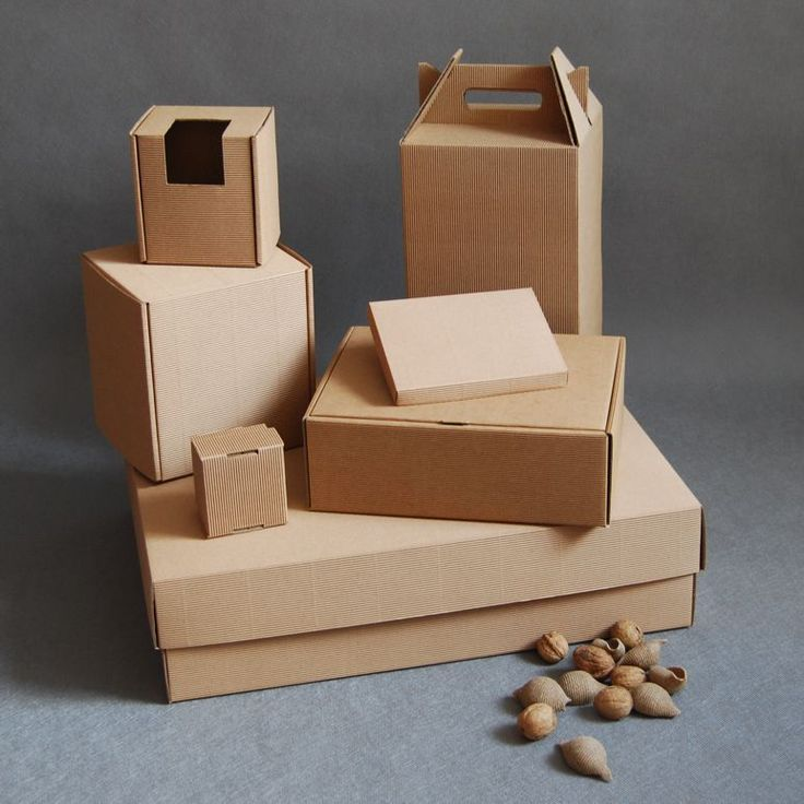 Pudełka tekturowe wykonane z czterowarstwowej tektury. Posiadamy dużą ilość gotowych wykrojników na pudełka. Wykonujemy również nadruki reklamowe na pudełkach. Serdecznie zapraszamy!