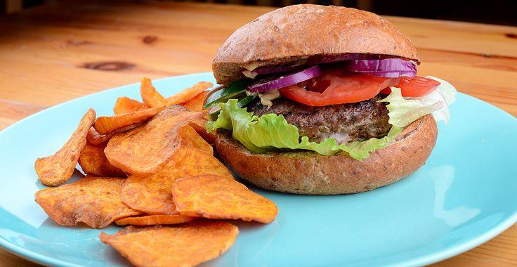 Clean hamburger édesburgonya chipsel