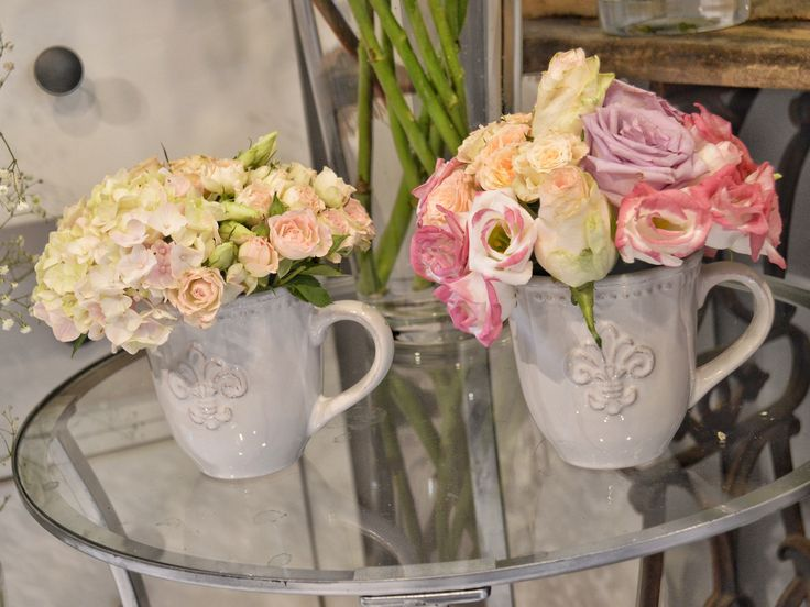 Virágok bögrében