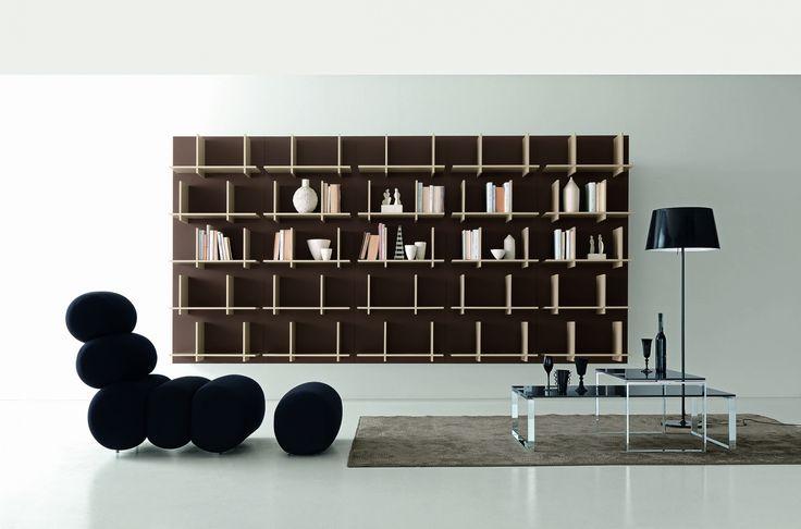 Modus nástěnná knihovna v matném laku / group of shelves