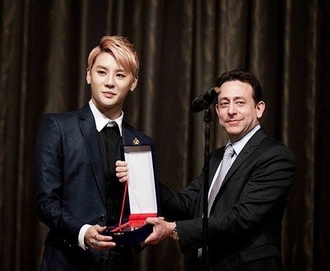Brighten Your World with Xiah Junsu^.^ - Kim Junsu and his fans' donation work is just as amazing as him becoming the double award winner of the Golden Ticket Awards
