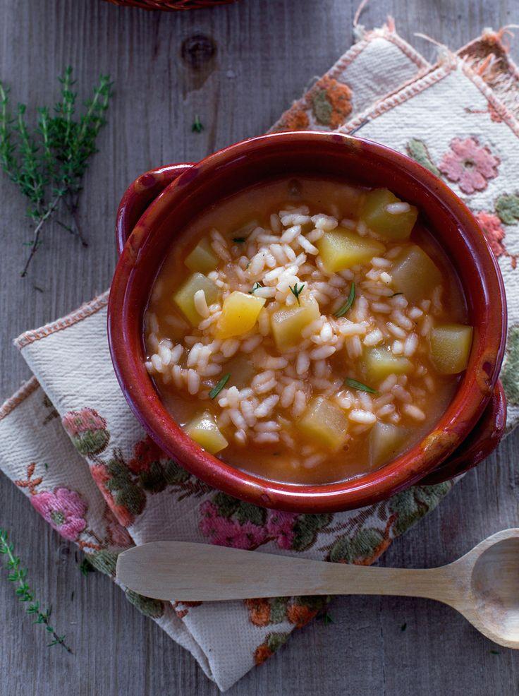 Minestra di patate: calda e saporita, perfetta per affrontare le giornate fredde.  Potato and rice soup