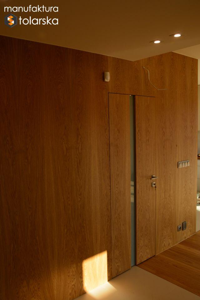 Wood wall & wood door. Made in Poland. Manufaktura stolarska 2017. Wykonujemy drzwi wewnętrzne w wykończeniach fornir lub lakier. #design #wood #wall #flat #home #simple #modern #invisible #door
