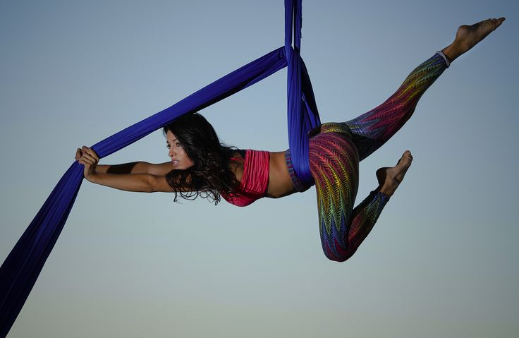 Acrobacia en tela/  Aerial silk  Lara Rojas Ph:Jose Gomez