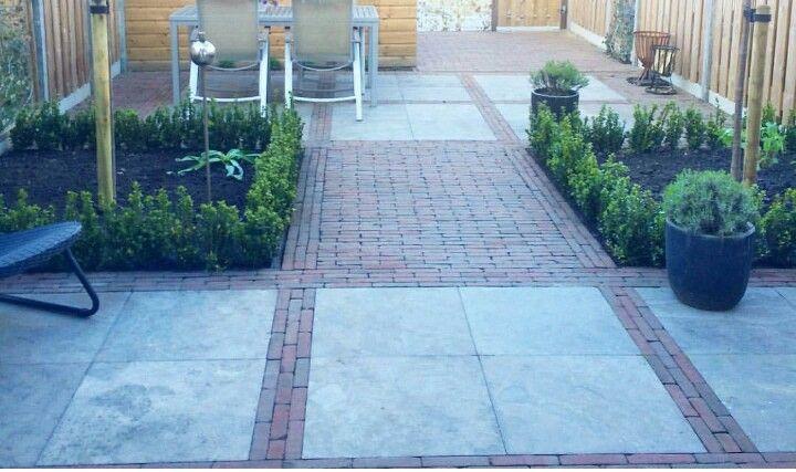 Tegel patroon tuin na uitbouw