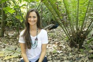 Livia Stábile é jornalista, escritora, Terapeuta Integrativa e da Saúde Mental e Mestre Védica. Com mestrado em Psicologia e Aconselhamento da Saúde Mental pela Nova University e com certificações em yoga, meditação e Ayurveda pela Chopra University, ela harmoniza em seu trabalho as práticas milenares orientais com neurociência e técnicas de psicoterapia ocidentais. Seu e-mail é o livstabile@gmail.com
