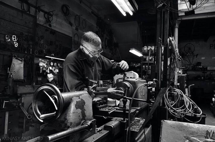 #Fotografía de David Minasyan, por la convocatoria del #1deMayo, Día de los Trabajadores en #LaCajaRoja > http://www.laizquierdadiario.com/El-Dia-Internacional-de-los-Trabajadores-en-La-caja-roja #foto #arte