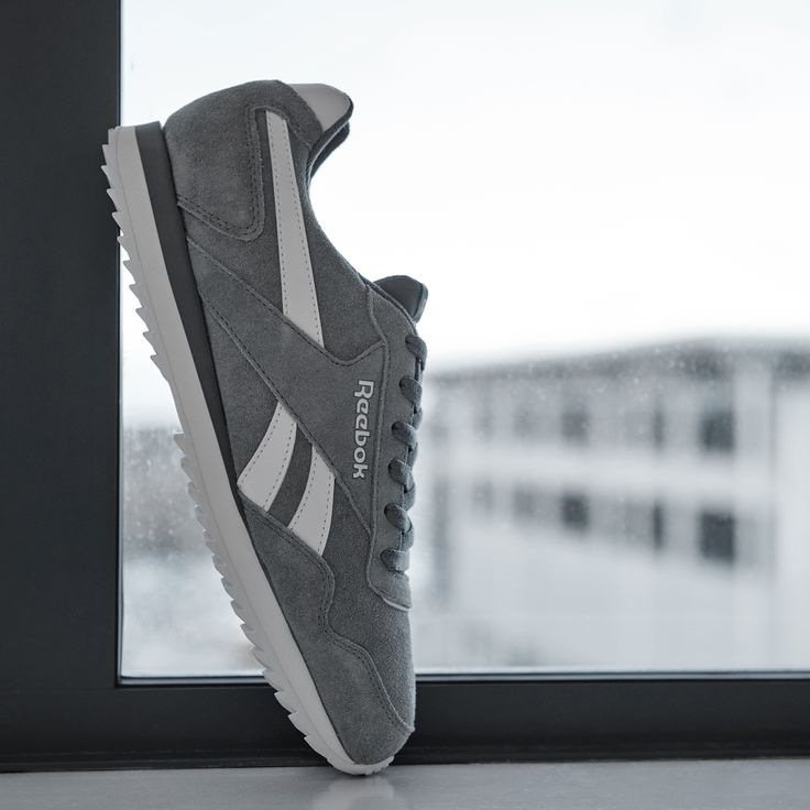 Glide your way through everything that comes your way with the Reebok Royal Glide Ripple Suede Trainer.