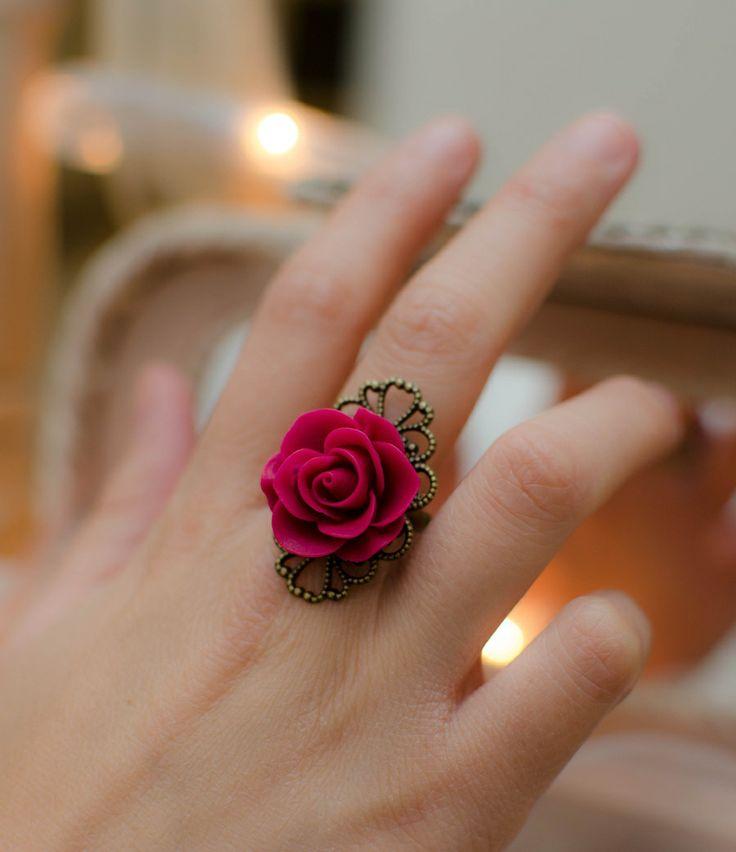 Anillo ajustable de rosa con base labrada en Corona de Papel Accesorios