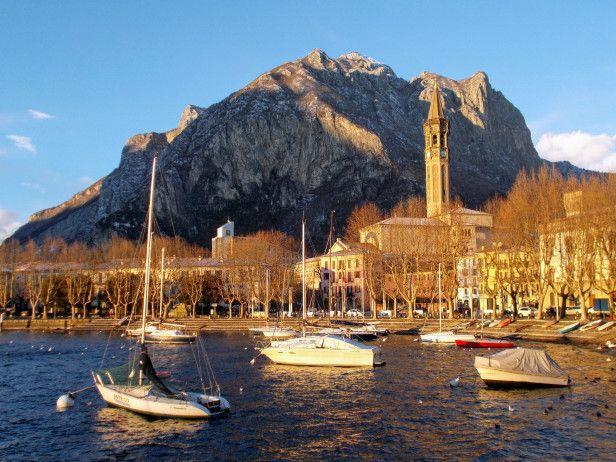 #Włochy #Lecco #Jezioro #Como #italia #italy #lombardia #alpy #północne #widok #krajobraz #romantycznie #miasto #zima #statki #łódki #port #zabytki