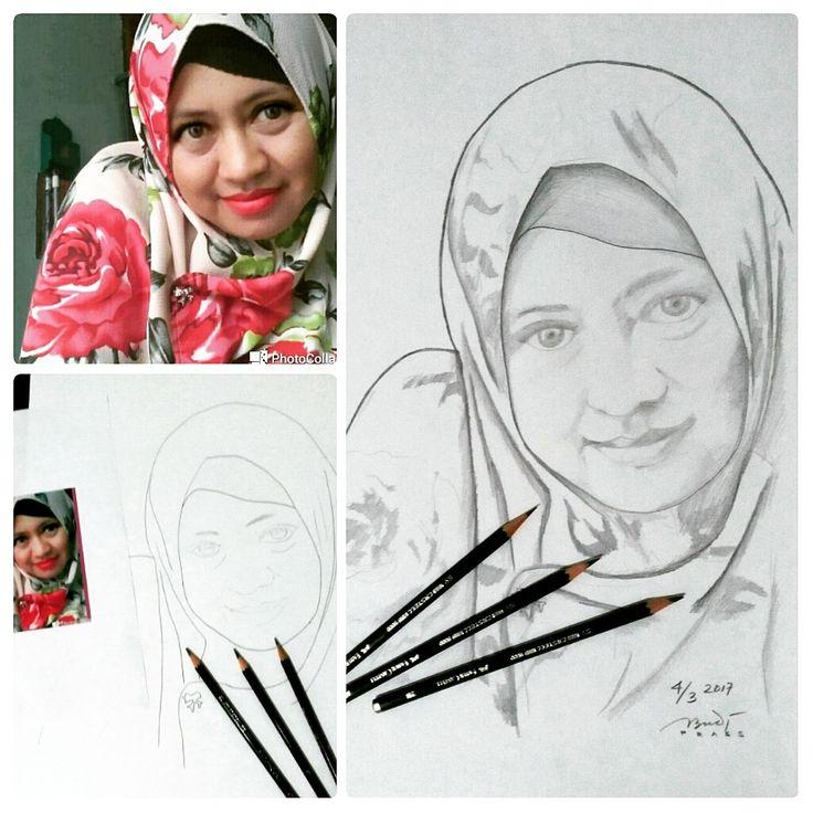 sampe temen SD minta dibuatin sketsa ;)  #sketsawajah #gambarwajah #facesketch #sketch #pencil #sketsa #sketsapensil #pencilsketch #menggambar #gambar #ilustrasi #ilustration #sketching #drawing #art #artwork #seni #belajar #belajargambar #practice #prasssketch #hitamputih #sketsahitamputih #blackwhite #blackwhitesketch #monochrome #girl #hijab #hijabers #jilbab