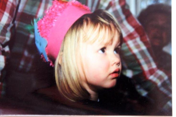 Annelies Törös, enfant. Quelques années plus tard, c'est la couronne de Miss Belgique qui trône sur sa tête.