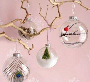 Comment décorer et garnir des boules de Noël transparentes, des idées de décos ! Voici une idée sympa et originale, faire soi-même ses boules de Noël. Avec des boules transparentes en plastique, tout est permis. Vous pouvez les personnaliser à volonté en les décorant comme bon vous semble.