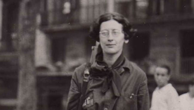 Simone Weil, philosophe française, indignée avant l'heure et militante politique, scientifique mystique, est décédée le 24 Août 1943. En Août 1936, alors que le général Franco fait son coup d'état en Espagne, cette figure insolite de l'intelligentsia française prend part à la guerre civile en s'engageant dans la Colonne Durruti. Cette expérience lui a laissé des traces puisque deux ans plus tard, elle envoie cette lettre à l'écrivain Georges Bernanos dont la lecture de ses Grands Cimetières…