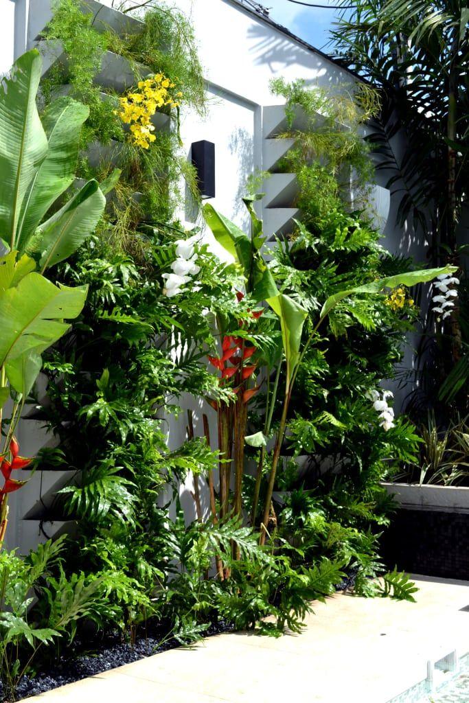 Navegue por fotos de Jardins modernos: Residência Ilha do Governador - RJ - Paisagismo. Veja fotos com as melhores ideias e inspirações para criar uma casa perfeita.