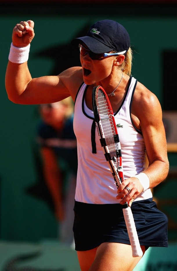 This is Australian tennis player, Sam Stosur, who has never done a bicep curl in her life. Maybe some of you girls who long for better physiques should take note...