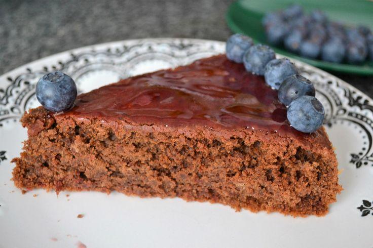 Ešte stále si si neobľúbila červenú repu alias cviklu? Vieš, že je zdravá, obsahuje veľa antioxidantov, železa a ďalších prospešných látok pre telo, ale aj napriek tomu nad ňou ohŕňaš nos? Vyskúšaj si upiecť tento vynikajúci cviklový koláč! Troška čokolády dodá sladkosť, trstinový cukor zasa karamelový nádych a holandské kakao povýši aj celkom obyčajný cvikláč na niečo výnimočné. Zdravé,… Continue reading →