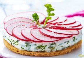 Une entrée fraiche : Tarte fine aux radis et au fromage frais - ZODIO