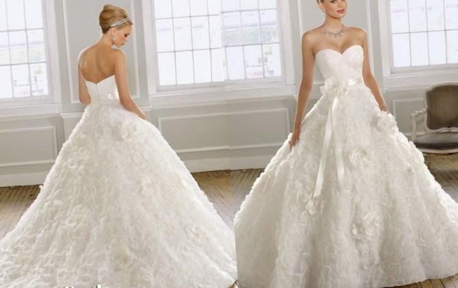 Платья свадебные пышные с фатой - http://1svadebnoeplate.ru/platja-svadebnye-pyshnye-s-fatoj-3092/ #свадьба #платье #свадебноеплатье #торжество #невеста