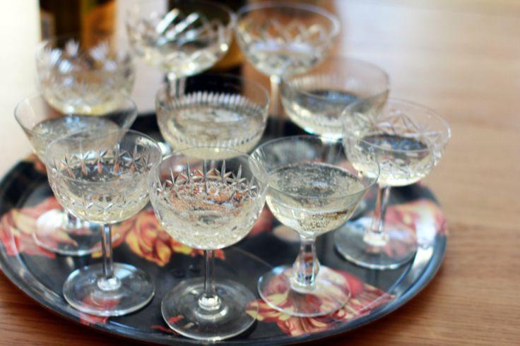 Champagne skåle, i hvide og grønne