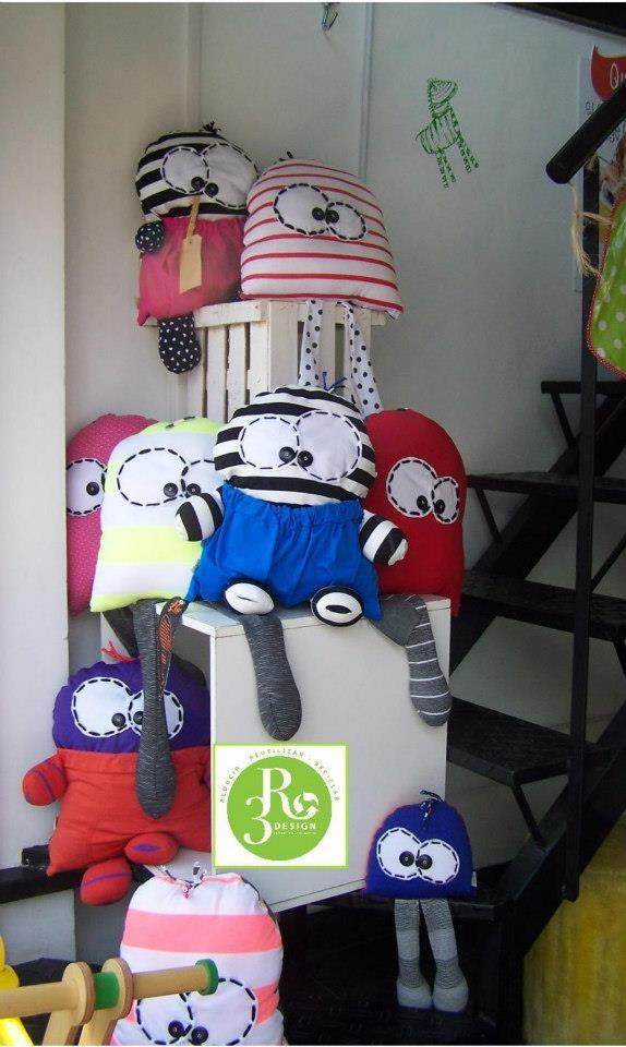 Muñecos hechos con rezagos de tela http://www.alternativa-verde.com/2012/12/17/tres-ideas-ecologicas-y-deconsumo-responsable-para-bebes-y-ninos/