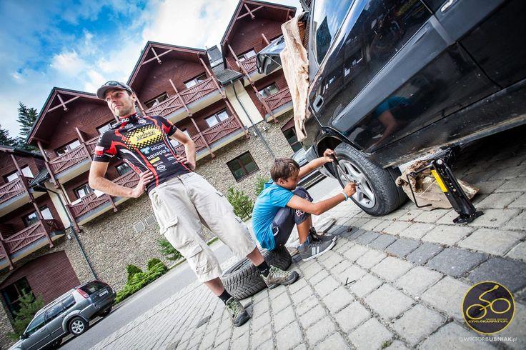 Zmieniamy koło - hotel w górach w tle www.wierchomla.com.pl