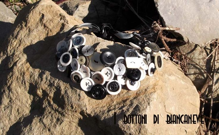 Collana a colletto di bottoni neri e bianchi : Collane di ibottonidibiancaneve