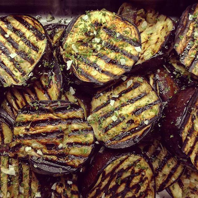 Crema de calabacín con aceite de avellanas, Judías verdes con tomate seco o Berenjenas con pesto. De 2o Estofado de setas, Lasaña de calabaza y espinacas o Ensalada de dos arroces con mango, Chile, cacahuetes y coco. Postre plátanos o Brownie de chocolate, pistachos y tahina!  #instafood #veggie #vegetarian #foodstagram #foodpic #picoftheday #yummy #gracia #barcelona #takeaway #casero #food #foodpic #foodie #food #foodies #recipes