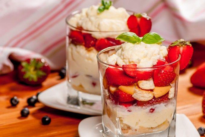 Trifle cu căpșuni   Retete culinare - Romanesti si din Bucataria internationala